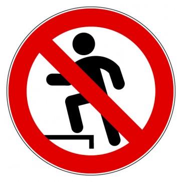 Verbotsschild Aufsteigen verboten