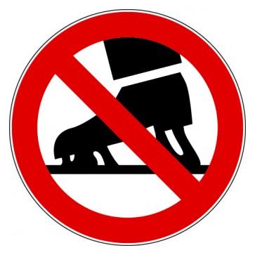 Verbotsschild Schlittschuhe laufen verboten