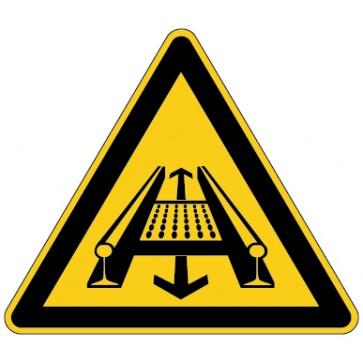 Aufkleber Warnung vor Gefahr durch eine Förderanlage im Gleis