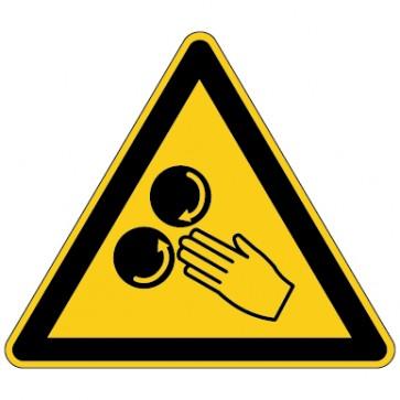 Warnschild Warnung vor Verletzungsgefahr durch Einzug