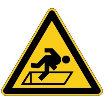 Warnschild Warnung vor Absturzgefahr durch Luken im Boden