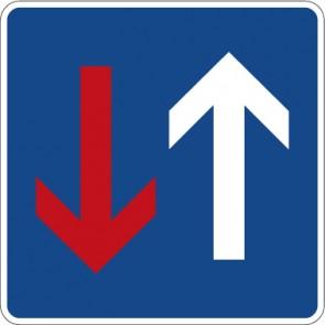 Schild Richtzeichen Vorrang vor dem Gegenverkehr · Zeichen 308