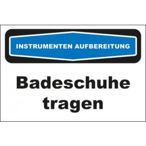 Hinweis-Aufkleber Instrumentenaufbereitung Badeschuhe tragen